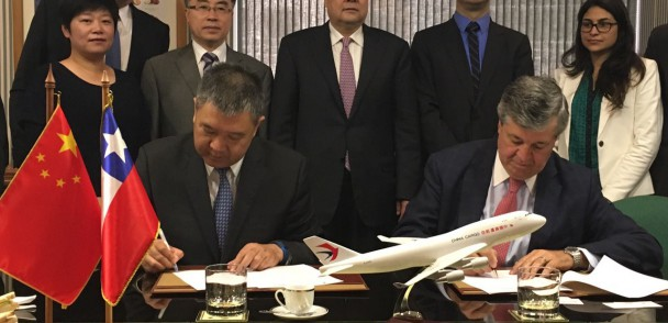 Asoex Firman acuerdo con Aerolínea China para promover fruta chilena