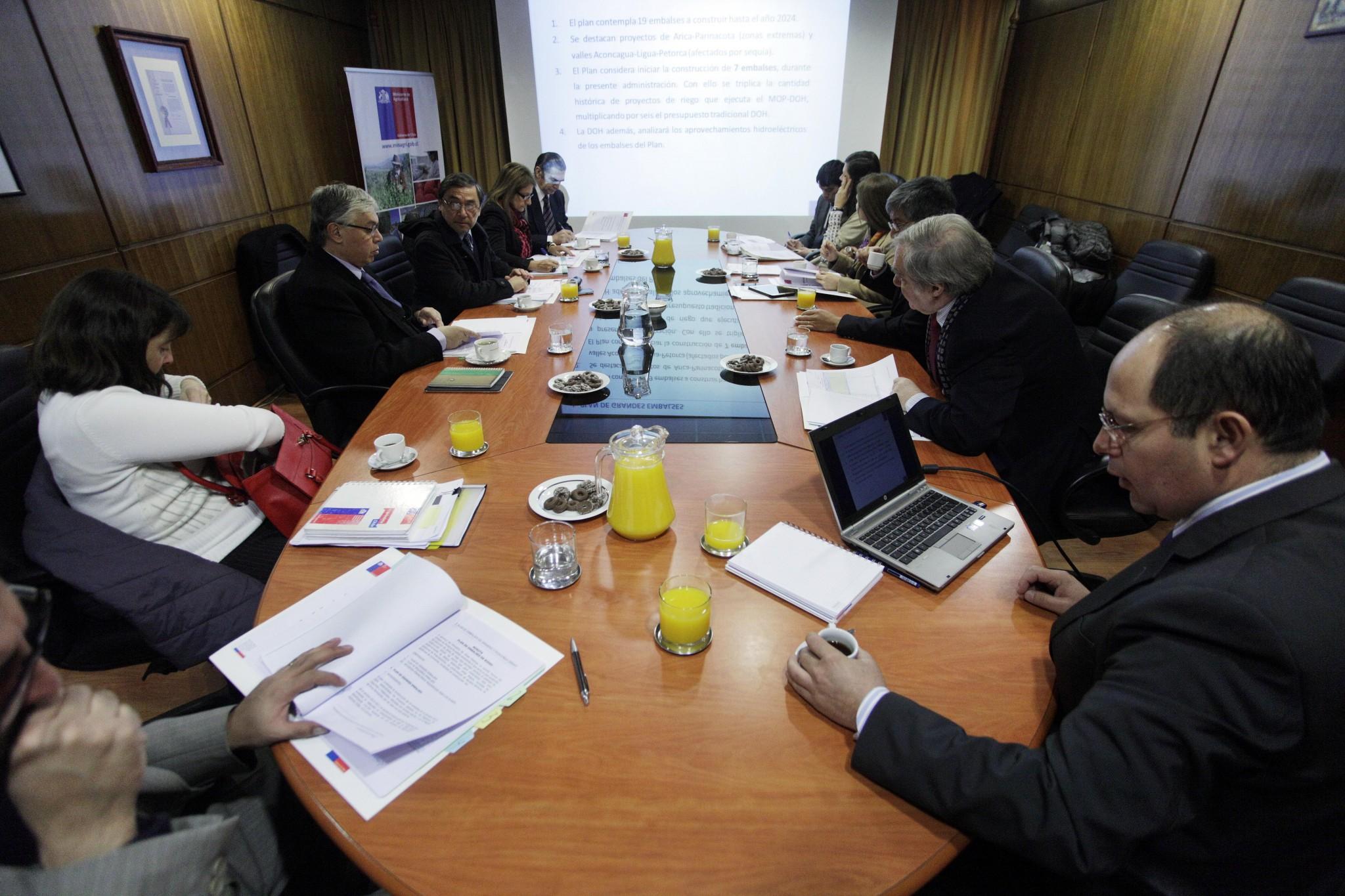 Consejo de Ministros de la Comisión Nacional de Riego avanza en ambicioso plan de grandes y medianas obras