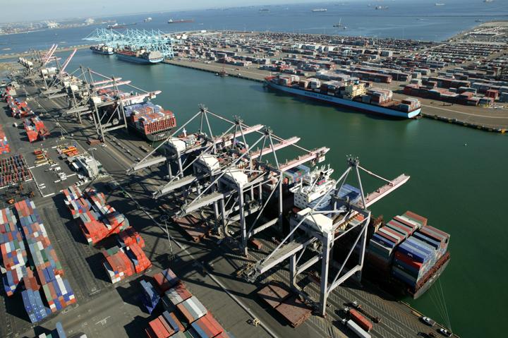 Trabajadores del puerto de Los Ángeles finalizan movilización
