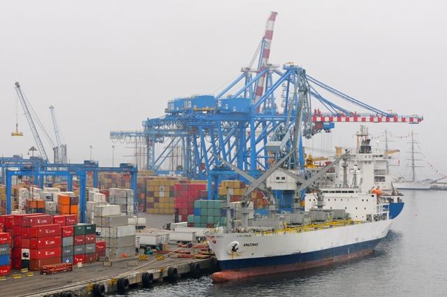"""Puerto de Valparaíso informa que """"comienza a funcionar con normalidad"""""""