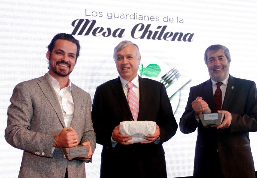 """Premian a investigadores del INIA como """"Guardianes de la Mesa Chilena"""""""