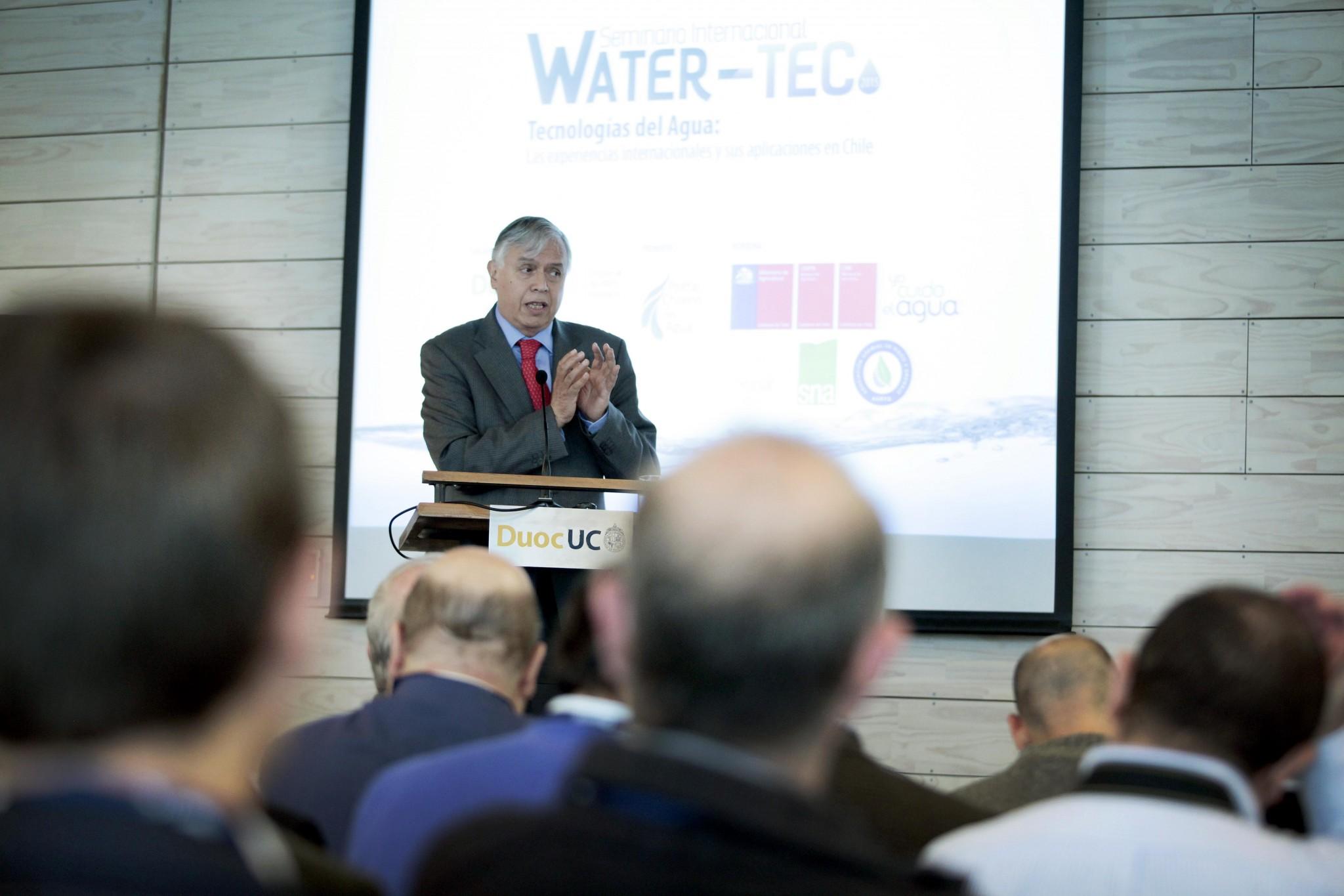 """Furche sobre el agua: """"Necesitamos cambiar nuestro marco regulatorio"""""""