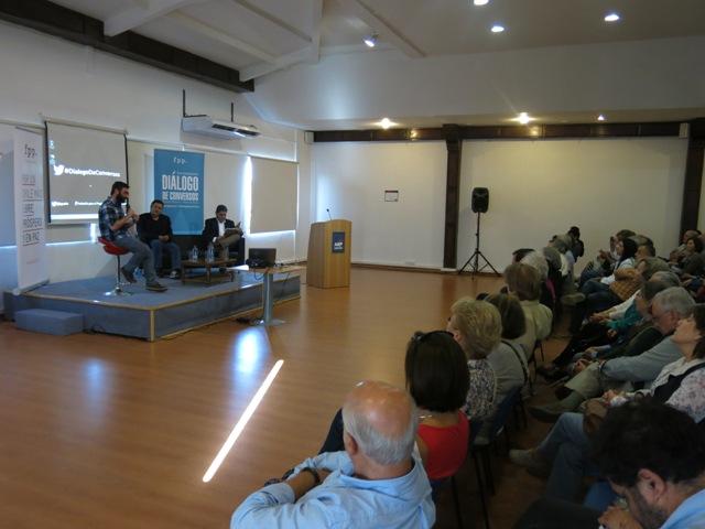 Aproleche participa en el lanzamiento de libro de Roberto Ampuero y Mauricio Rojas