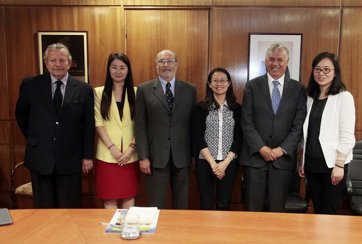 Representantes de AQSIQ visitan Chile para interiorizarse de procesos de exportación de fruta
