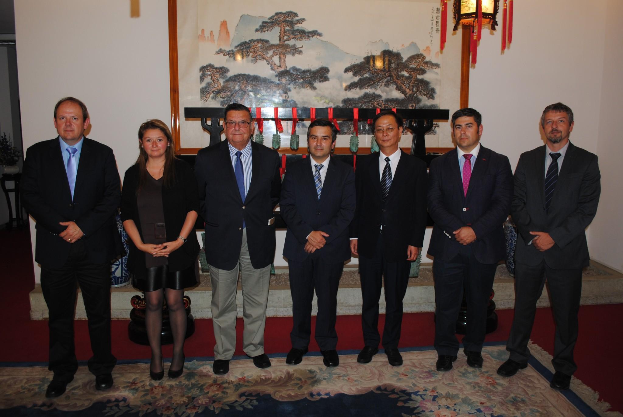 Autoridades acuden a embajada China para avanzar en desarrollo de nuevos negocios