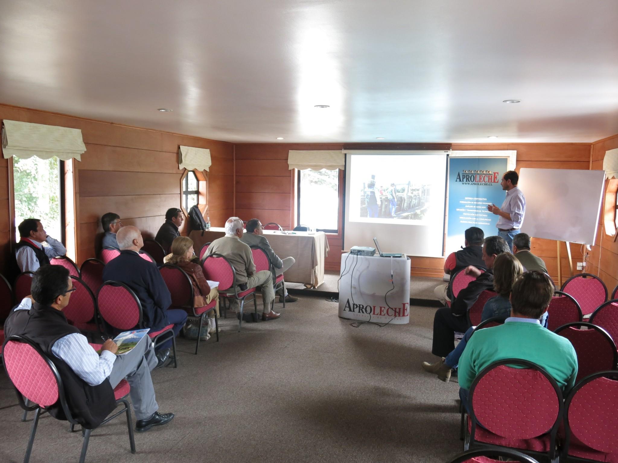 Aproleche Osorno realiza taller de trazabilidad animal junto al SAG