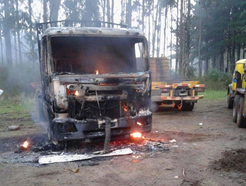 Gobierno presenta querella por Ley de Seguridad del Estado tras ataque incendiario a camiones en Tirúa