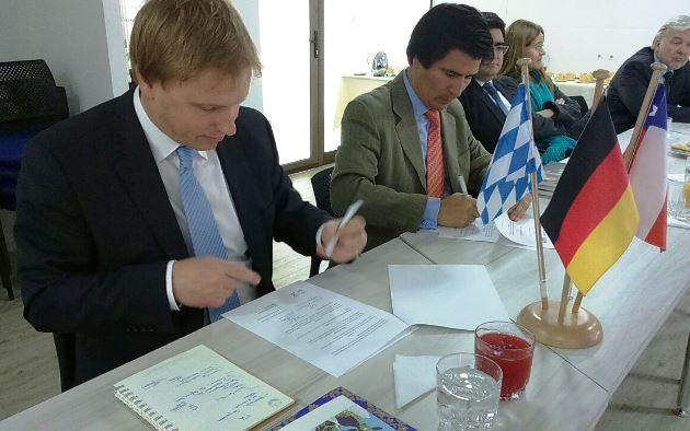 FIA firma convenio para trabajar en temas ambientales y gestión de recursos hídricos
