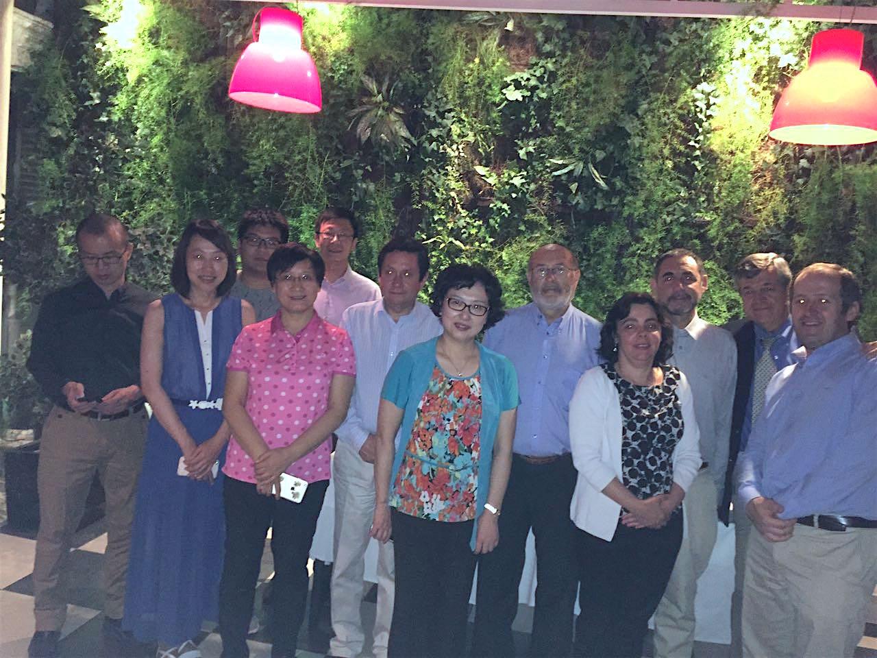Inspectores de AQSIQ visitaron la industria de nectarines chilenos