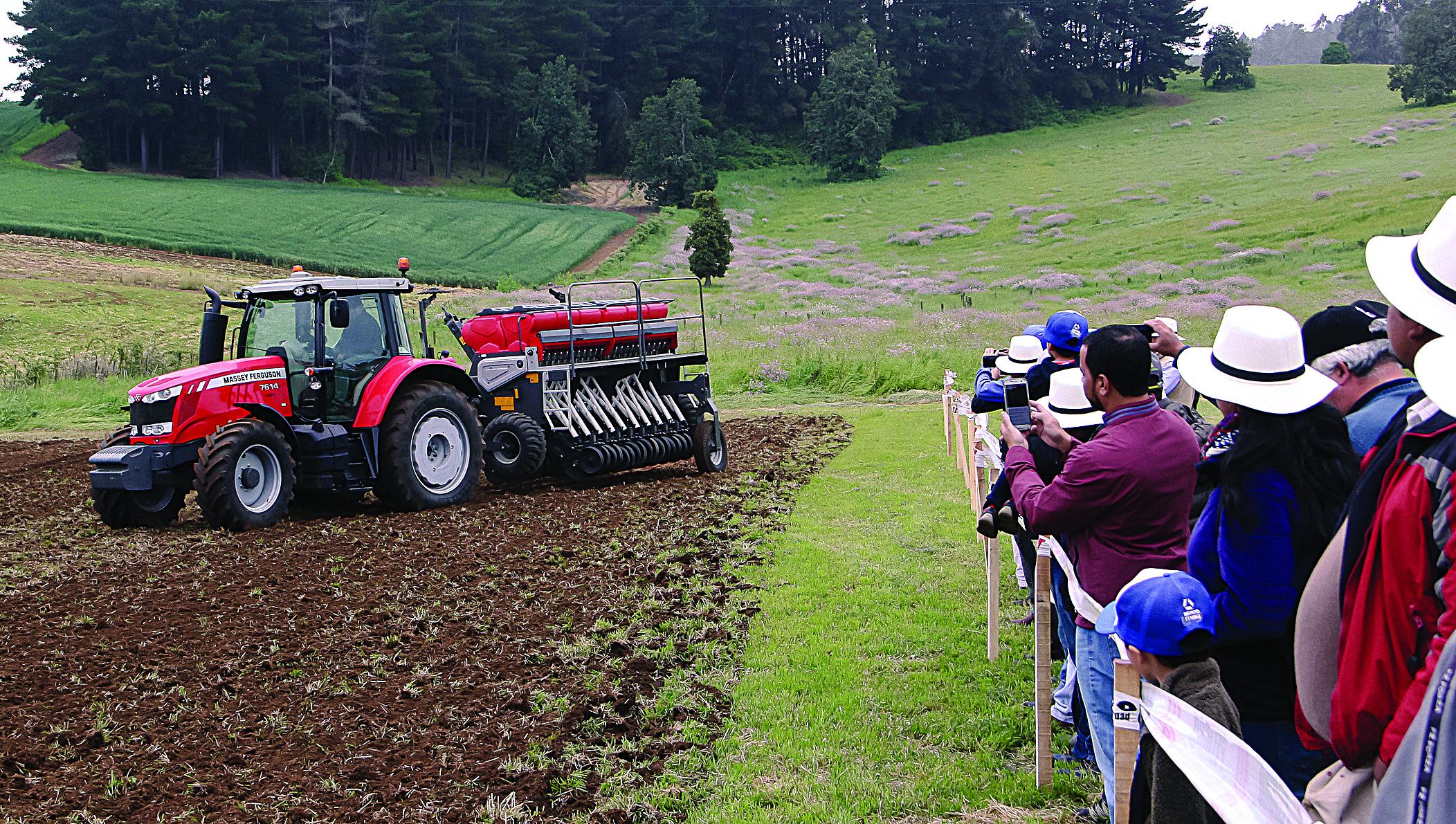Dercomaq exhibió equipos durante día de campo realizado en Temuco