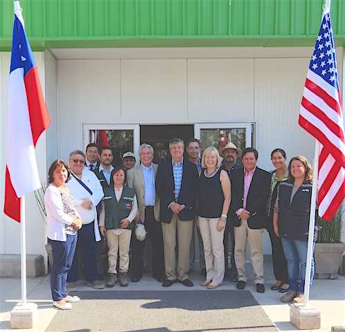 Embajadora de Estados Unidos visitó exportadora de frutas