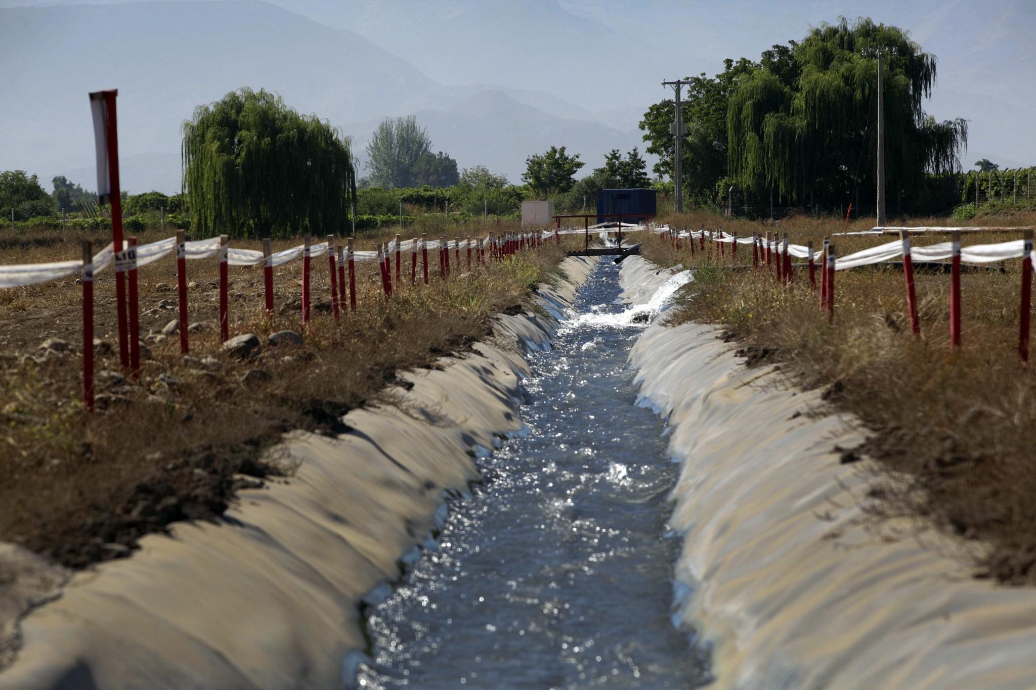 Regantes con ojo crítico al Código de Agua
