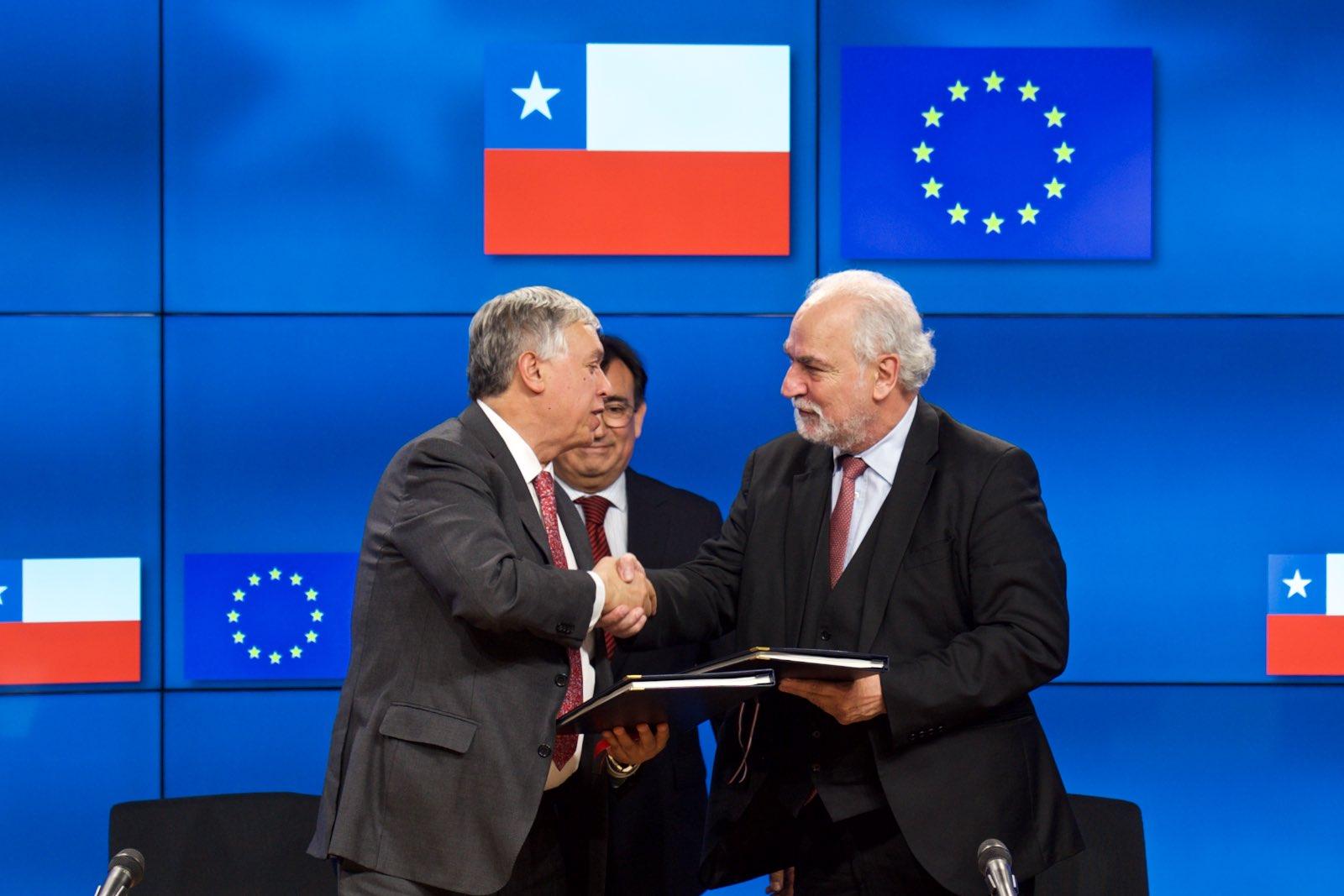 Chile firma histórico acuerdo de productos orgánicos con la Unión Europea