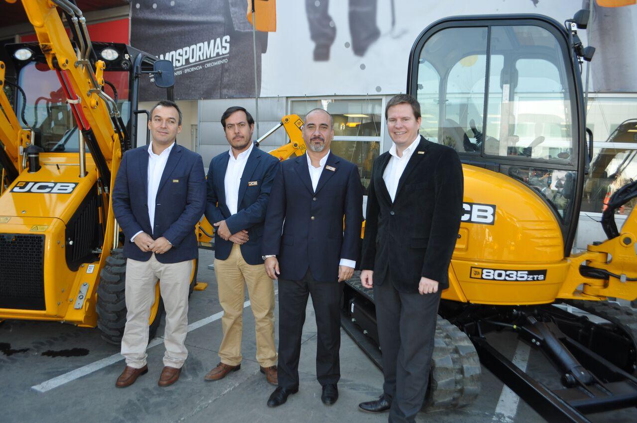 JCB presenta nuevos equipos compactos ideales para labores agrícolas