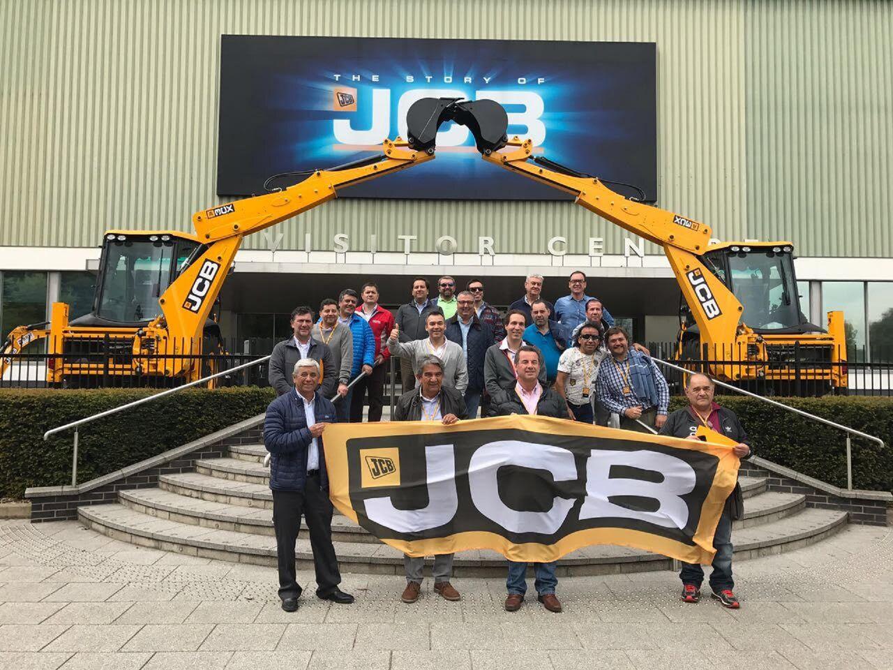 Clientes de JCB visitan fábrica en Inglaterra
