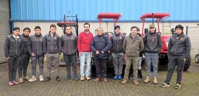 Alumnos y docentes del Liceo Técnico de hualpín visitan fábrica de Metalúrgica Hund