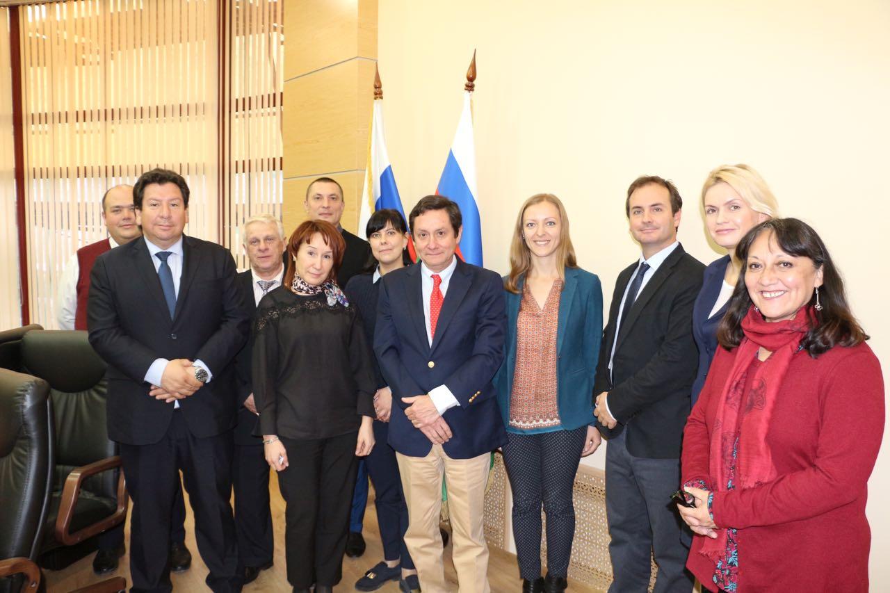 SAG y ASOEX firman acuerdo con UEE para el ingreso de las exportaciones de frutas
