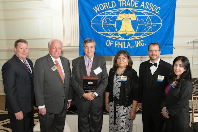 Presidente de ASOEX recibe premio de la World Trade Association