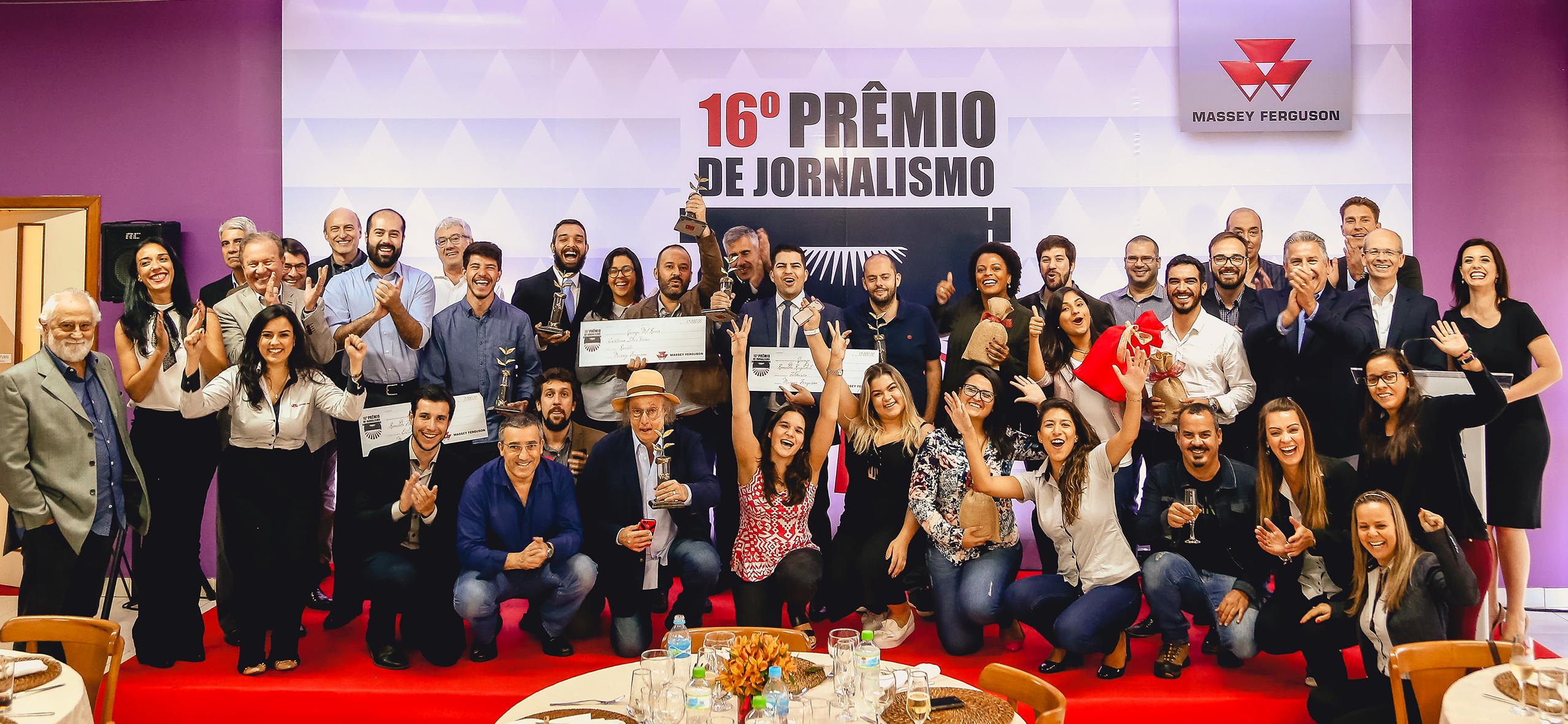 Periodista de Mundoagro recibe el primer lugar en concurso de Massey Ferguson