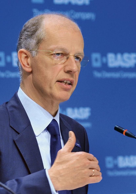 Basf firma acuerdo para adquirir parte significativa del negocio de semillas y herbicidas no selectivos de Bayer
