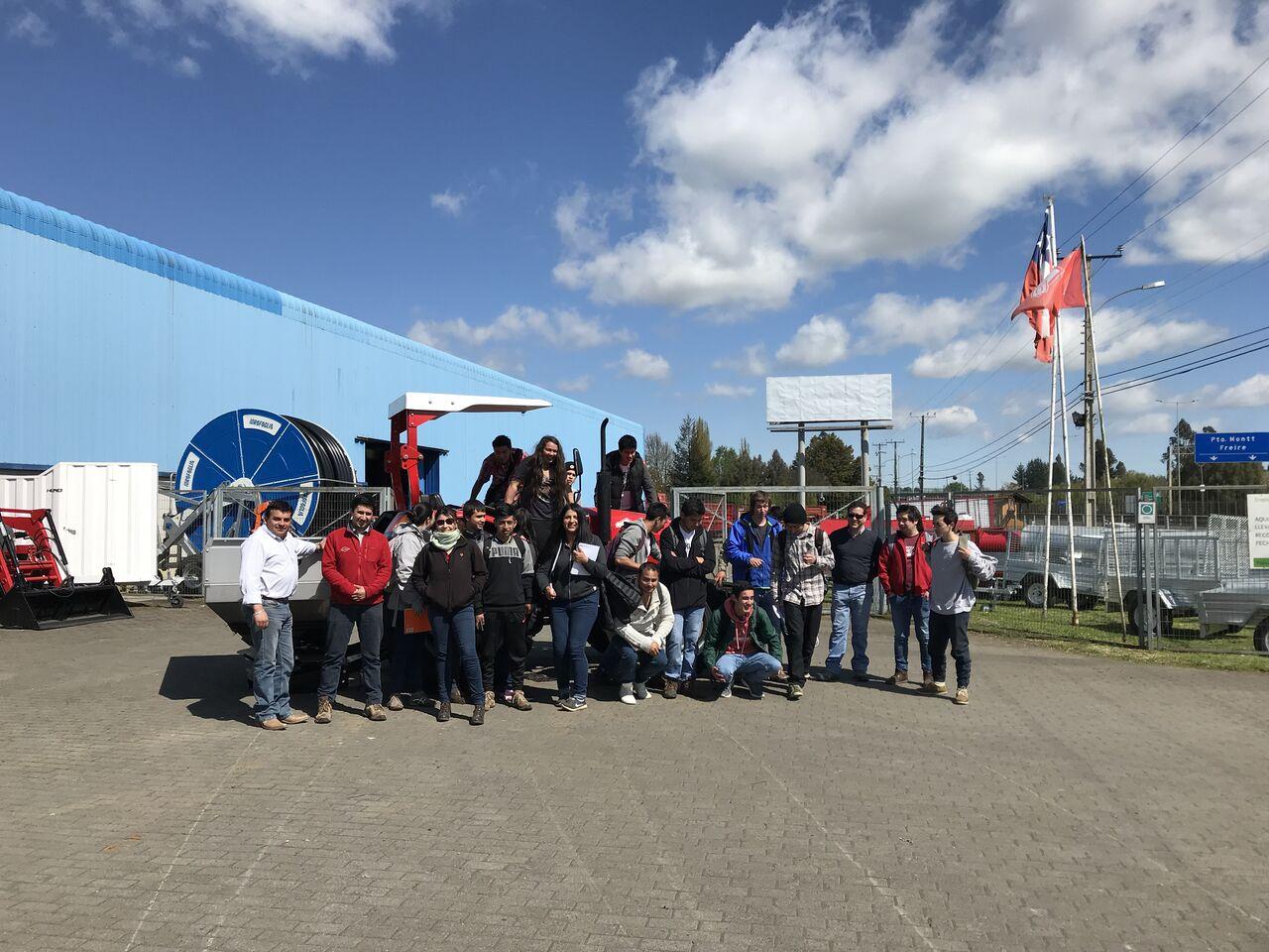 Alumnos de Santo Tómas de Temuco visitan fábrica de Metalúrgica Hund