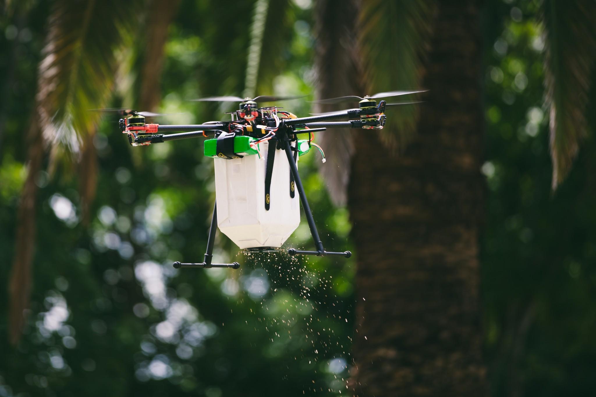 Un dron que hace llover ácaros