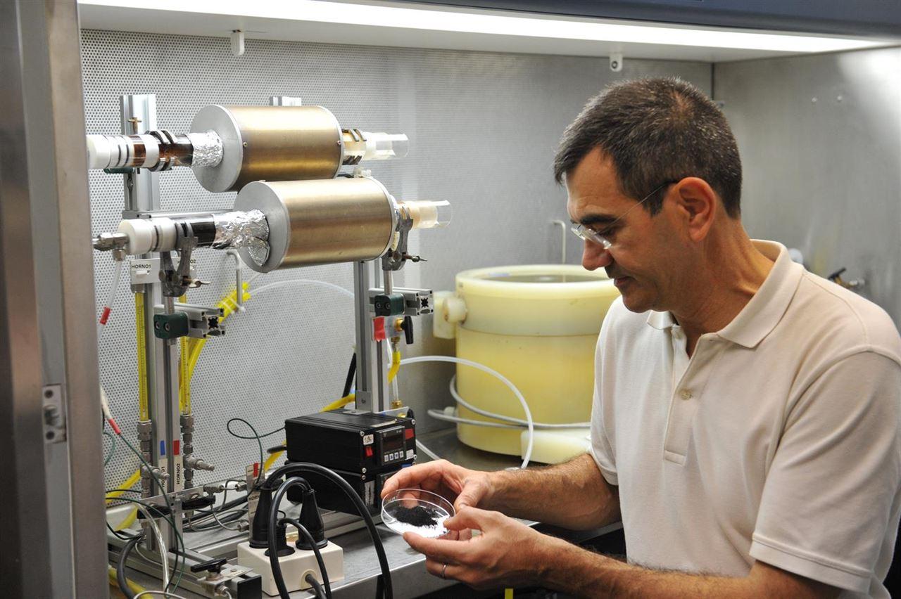 Diseñan material que ayudaría a aumentar la eficiencia de productos fitosanitarios