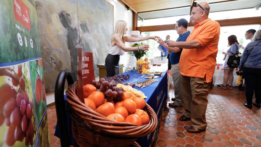 Embajada chilena en Estados Unidos presentó productos agrícolas nacionales