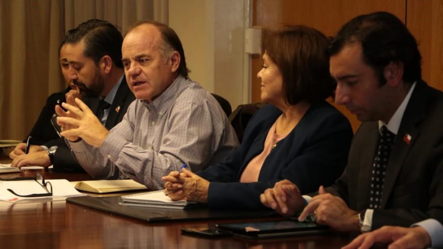 Ministro Walker busca soluciones hídricas para Atacama