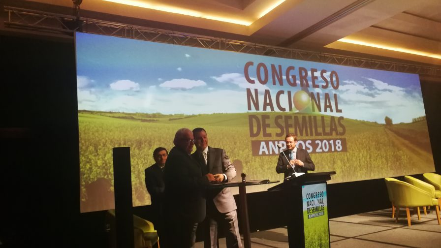 SAG y ANPROS firman acuerdo de cooperación para vigilancia fitosanitaria