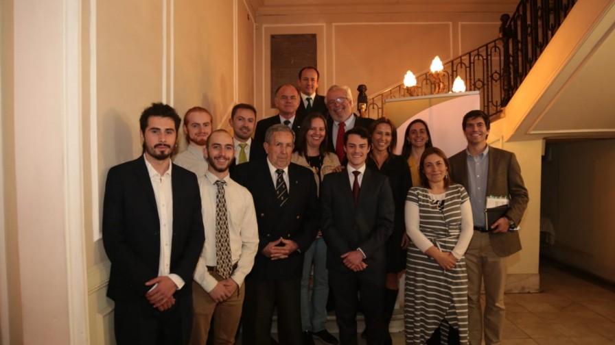 Antonio Walker analiza los desafíos del sector con el Colegio de Agrónomos de Chile