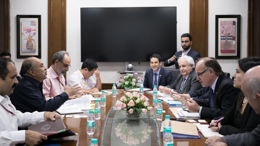 Ministro Walker visitó Indias para reactivar temas arancelarios y de cooperación
