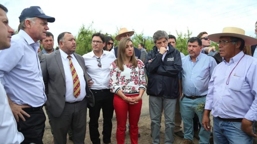 Ministro Walker hizo un llamado a la banca a apoyar a los agricultores afectados