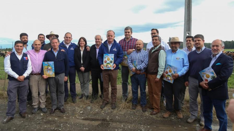 Ministro Walker recibe propuesta de gremios ganaderos sobre la tipificación de la carne