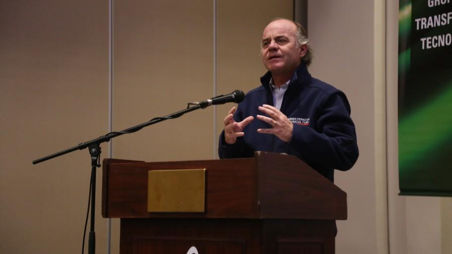 En Encuentro Nacional GTT, Ministro Walker reafirma importancia de asociatividad