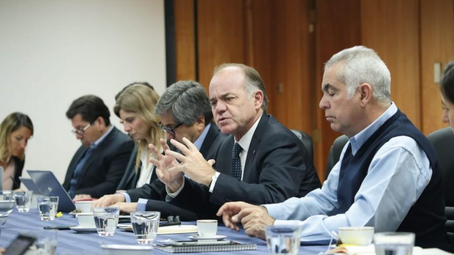 Ministro Walker llama al diálogo y la unión en reunión con entidades del sector