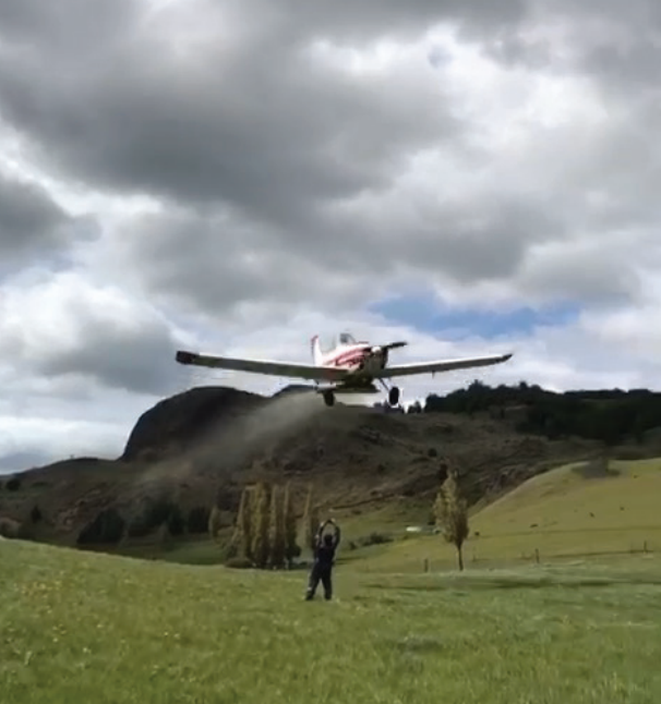 Fertilización de praderas con aviones: alternativa para zonas de laderas y difícil acceso